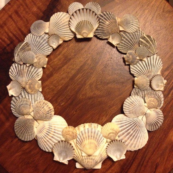 The 25 best shell wreath ideas on pinterest seashell for Seashell ornaments diy