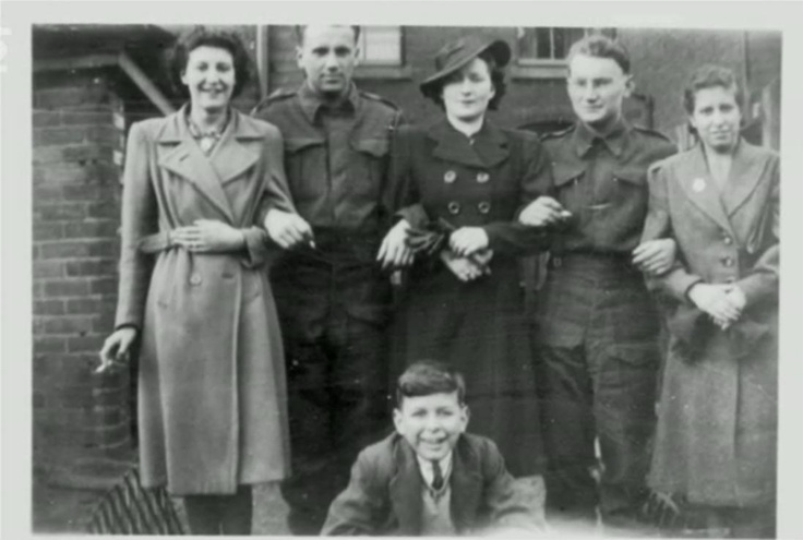František Pavelka (Operation Percentage) with his friend Libor Zapletal (Operation Bivouac) and their English friends. c.1940.