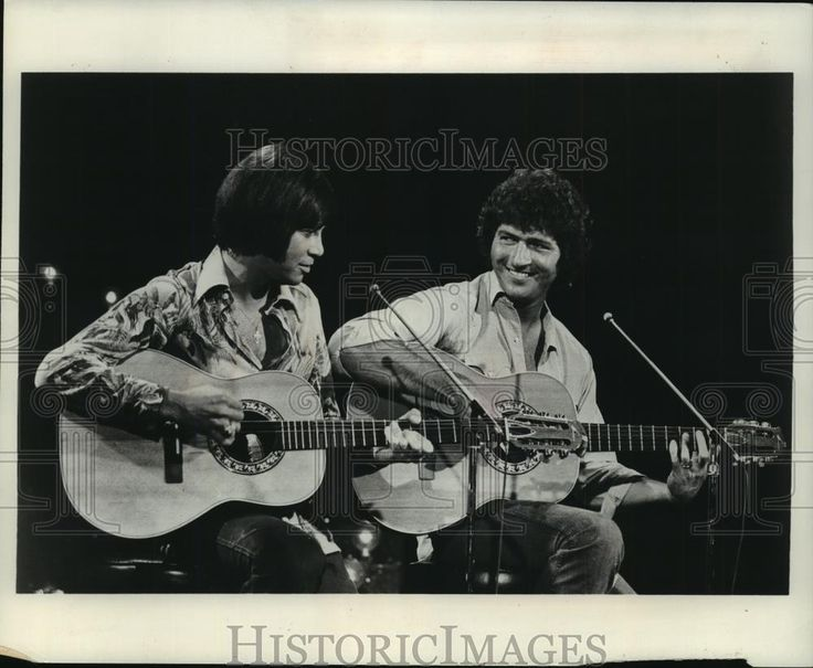 """This is an original press photo. Even though Bobby Goldsboro and Mac Davis urge """"Baby, baby, don't get hooked on me,"""" it's hard not to when the amiable duo harmonize on The Bobby Goldsboro Show."""". Photo is dated 09-08-1973. 