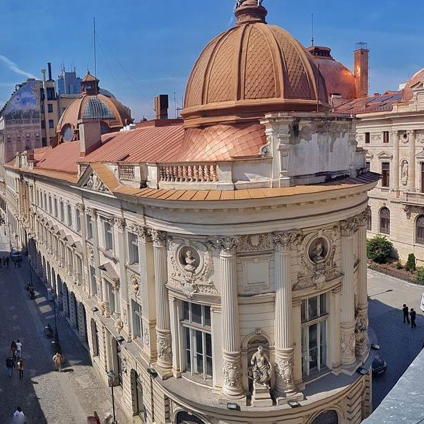 Today I climbed on the rooftop of Little Bucharest hostel of @puravidaromania to share with you these magnificent views of the old town of Bucharest  #experiencebucharest