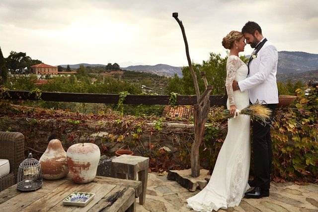 Gülben Ergen ve Erhan Çelik evlendi  Nikah için seçilen mekan ise Şirince'nin dağ köylerinden birinin asırlık konağı oldu. Nikah konsepti olarak taze başak ve taze lavanta kullanıldı.
