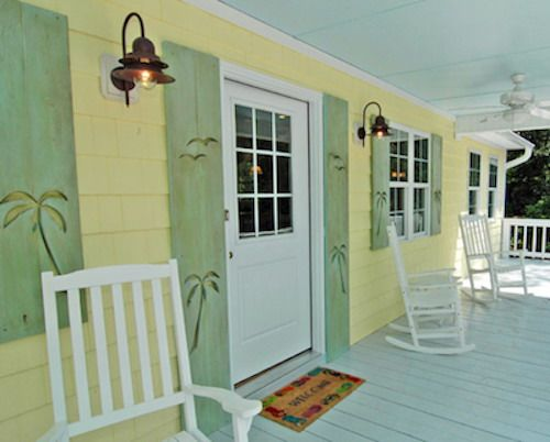 56 best images about cool exterior paint colors on pinterest for Beach style house exterior