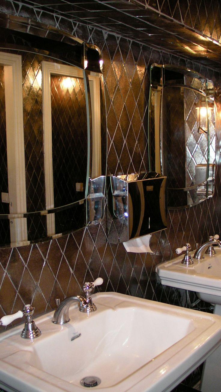 Azulejos artesanos con acabado metalizado en los ba os for Restaurante azulejos