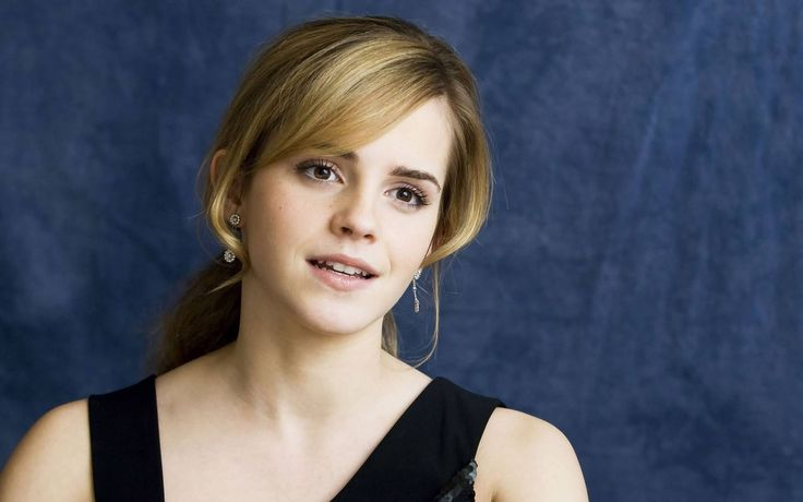 Emma Watson With Blonde Side Bangs Hairstyle