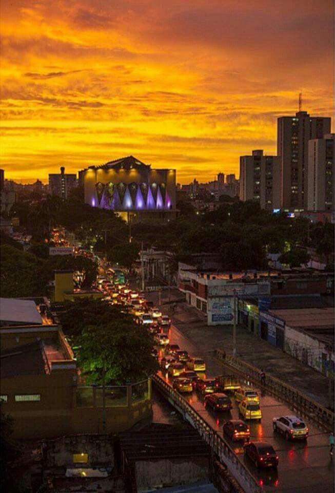 Barranquilla Plaza de la Paz, al fondo la  Catedral Metropolitana