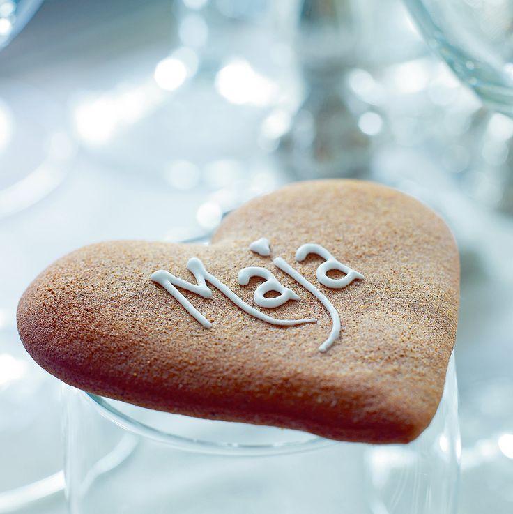Mette Blomsterbergs honninghjerter. Med glasur kan du skrive navnet på en person, du holder af, på hjertet.