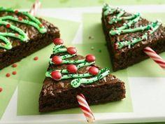 Una magnífica idea para la cena de Navidad es servir de postre unos brownies de arbolito de Navidad para no perder el enfoqu en ningún momento de lo importante de este día.