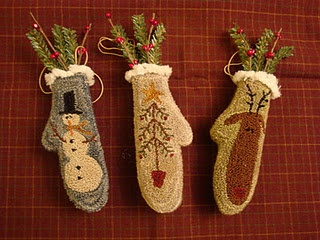punchneedle - These could be done in felt and hung as ornaments or made larger and hung on the wall with greenery.