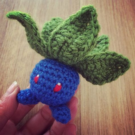 When it comes to crocheting Pokemons, Oddish is an obvious choice as the main shape is a ball.Here is my version of Oddish from the original pattern by Ni