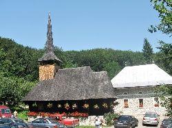 Biserica de lemn din Manastirea Izbuc