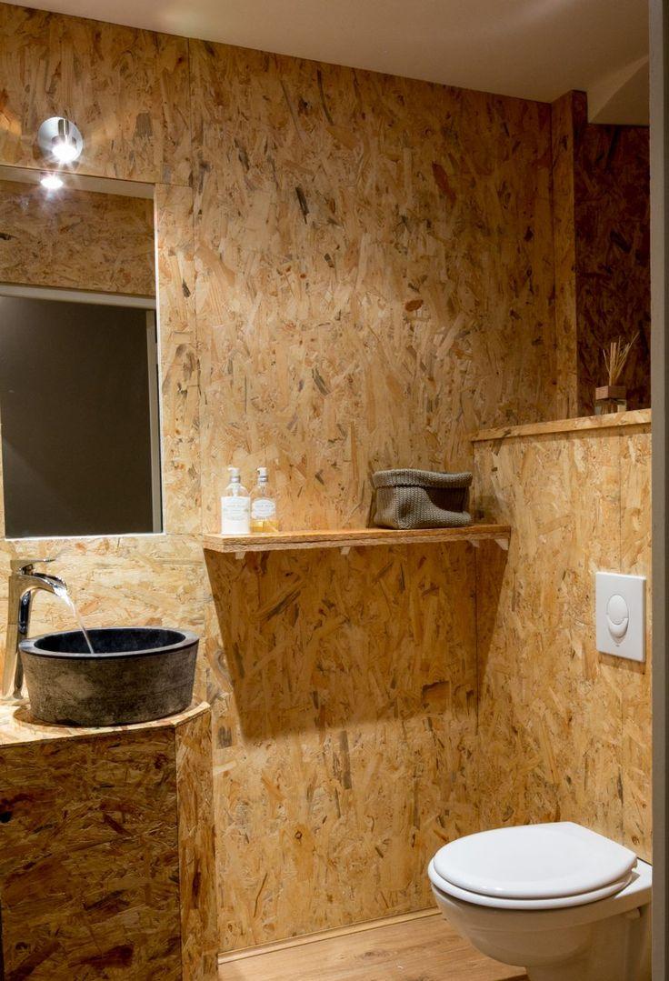 Restaurant Olive & Artichaut dans le vieux Nice. Les toilettes sont habillées d'OSB.