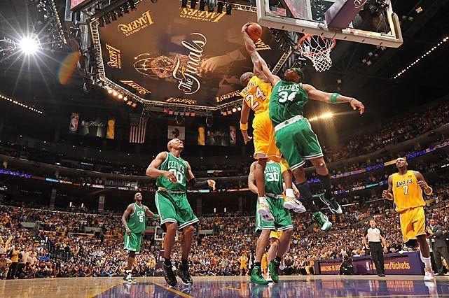 Kobe with the slam on Paul Pierce