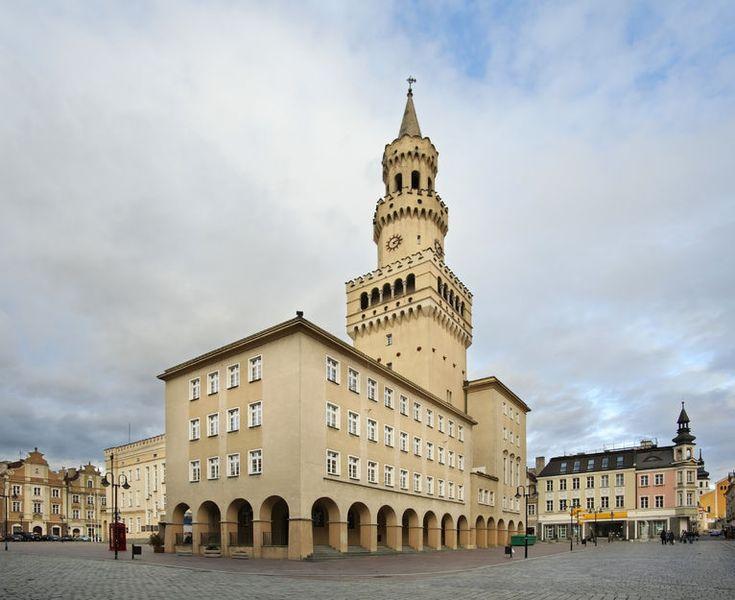 Leżące na Nizinie Śląskiej, nad Odrą – Opole to miejsce, które naprawdę warto zobaczyć! Kusi licznymi zabytkami i atrakcjami, dzięki czemu będzie idealnym