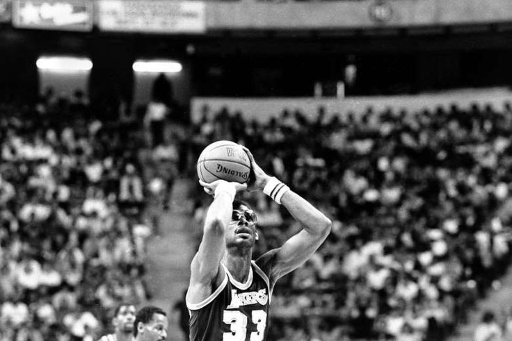April 5,  1984: KAREEM ABDUL-JABBAR BREAKS WILT CHAMBERLAIN'S RECORD  -    Los Angeles Lakers center Kareem Abdul-Jabbar (33) shoots one of his baskets on his way to breaking Wilt Chamberlain's NBA scoring record of 31,421 points.