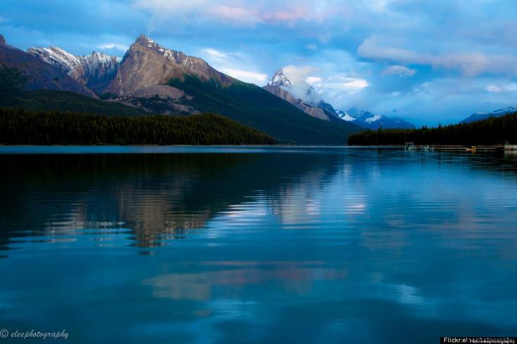 Jasper National Park – Alberta, CanadaMaligne Lakes, Camps Destinations, Beautiful Destinations, Camping, Alberta Canada, Places I D, Jasper National Parks, Fav Places,  Lakeshore