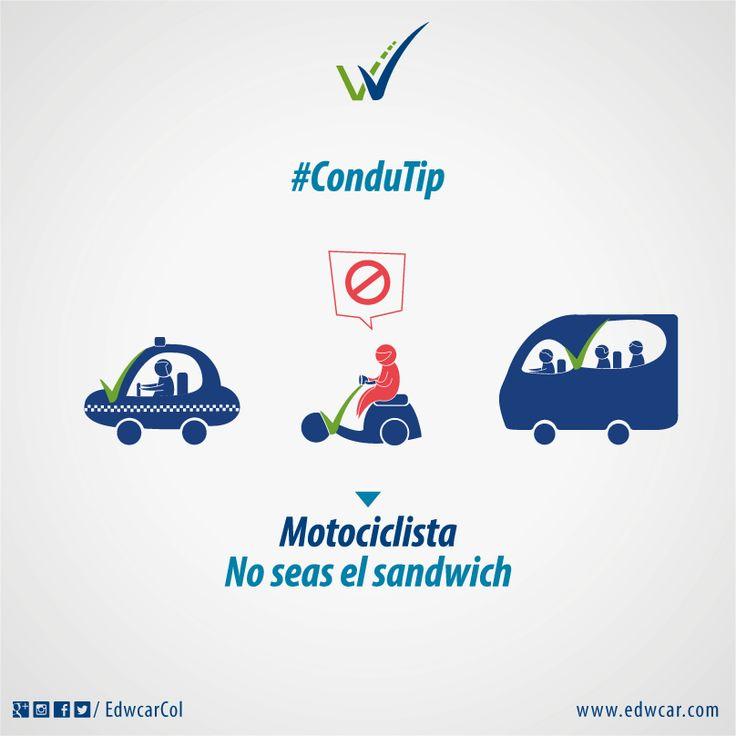 Motociclista. Transita con cuidado entre carros. #VidaEnLaVía.