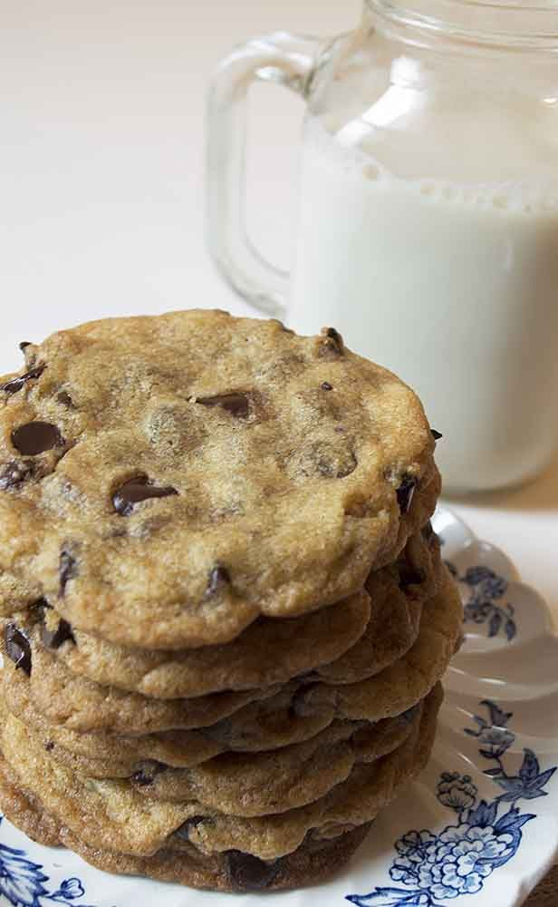 Warm melted chocolate, a delicious soft center and crispy outer edges these are the ultimate vegan chocolate chip cookies!!  http://www.vegandaydream.com
