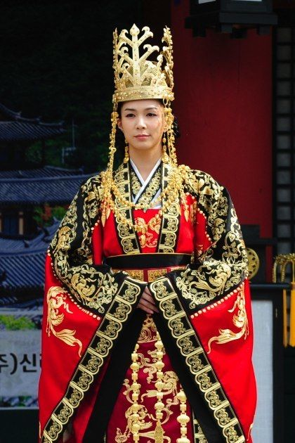 "The Great King's Dream (대왕의 꿈) Queen Munmyeong (문명왕후) or ""Kim Munhui"" (김문희), wife of Muyeol of Silla, younger sister of General Kim Yushin @HanCinema: #Korean Movie and Drama Database, discover the diversity #KDrama #CostumeDrama"
