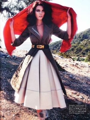 makes me think of Italy.: Full Skirts, Clothing, Leather Skirts, Long Skirts, Outfit, Circles Skirts, Photo Shooting, Boxes Pleated Skirts, Coats