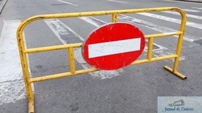 loading... Centrul Infotrafic din Inspectoratul General al Poliţiei Române a anunţat că la această oră nu sunt semnalate accidente rutiere care să restricţioneze vreun drum naţional sau autostradă care tranzitează ţara, nici probleme semnificative privind fluenţa traficului pe arterele principale. În prezent există 6 drumuri naţionale cu circulaţia închisă, respectiv: 1. DN7C Transfăgărășan între Piscu ...