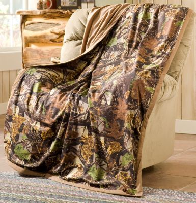 Accentuate your bedroom and bedding with the ZONZ Camo Soft-Touch Throw.