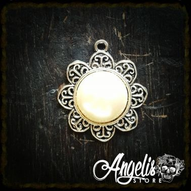 Round Pearl Flower Cameo