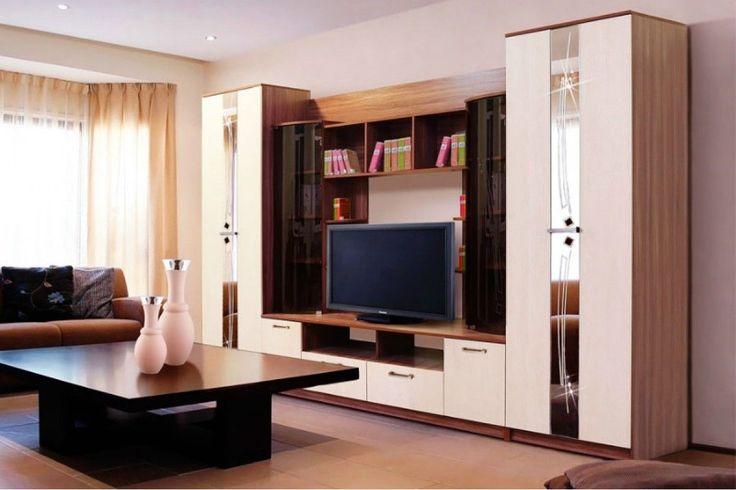 """Красивая и просторная стенка """"Венеция"""" станет стильной доминантой интерьера Вашей гостиной. Зеркала с пескоструйной обработкой и выпуклые застеклённые полки выгодно оживляют дизайн, а контрастное цветовое исполнение делают модель броской и эффектной.    Следует отметить и замечательную функциональность стенки - вместительные шкафы и тумбы, полки под видеоаппаратуру, книги и комнатные украшения, и конечно большая ТВ-ниша для видеопанели с большой диагональю."""