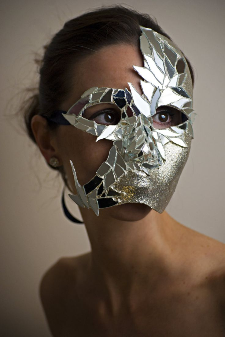 mirrored branching mask http://fc02.deviantart.net/fs70/i/2011/289/8/0/mirror_mask_by_suede631-d4d3c29.jpg