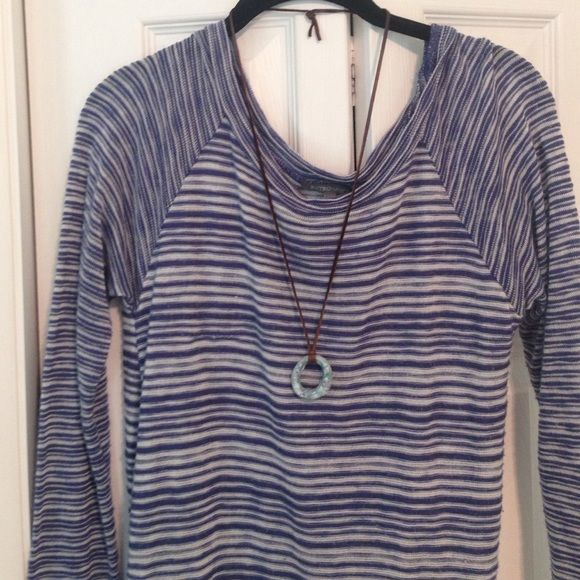 """Woman's Retro-ology Top Woman's Cute Blue And White Top , Needs A Little Cami Under Because It Is A Bit Sheer / Armpit To Armpit Is 15"""" / Shoulder To Hem Is 25"""" In Front , 26 1/2 In Back Retro-ology Tops Tunics"""