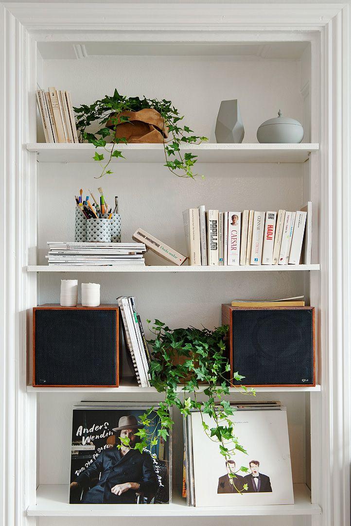 En gammal dörröppning är nu en bokhylla