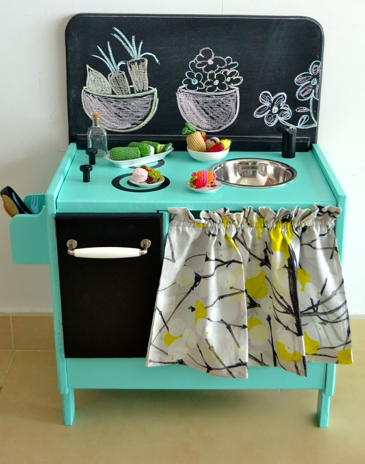 Wooden toy kitchen (macarenabilbao.com)