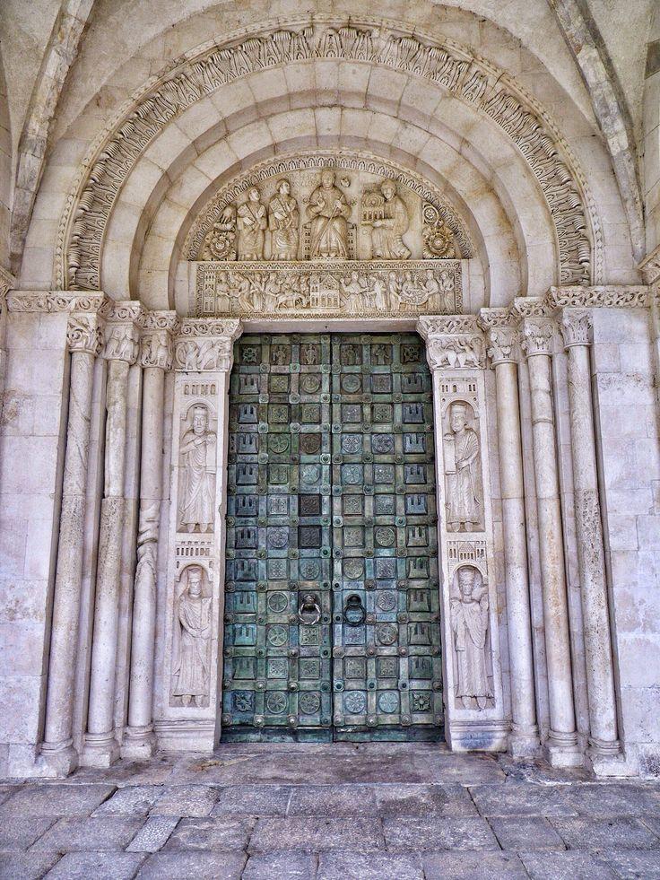 Il Magnifico portale dell' #Abbazia di  San Clemente a Casauria  The Magnificent portal of 'San Clemente #Abbey in Casauria photo by Tobia Sardellini