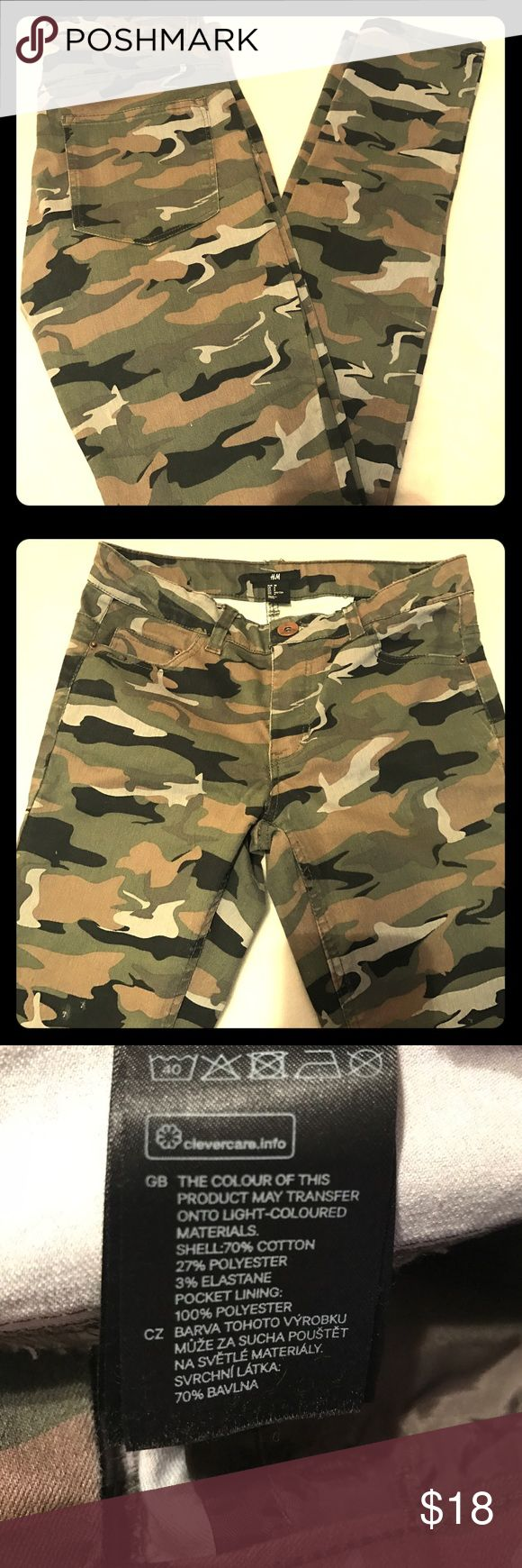 H & M camo skinny pants Gently worn...they run 1-2 sizes small...nice and stretchy H&M Jeans Skinny