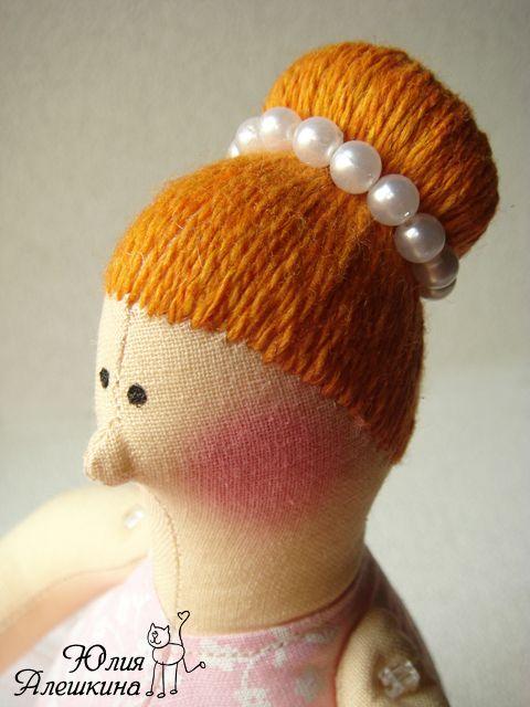 Aleshkina Julia. Juguetes hechos a mano: Peinado de Tilda bailarina. Master Class