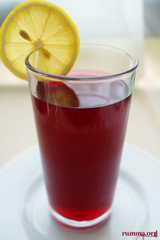 Mutlaka denemelisiniz..Yaz günlerinde harika bir serinletici içecek, hatta mevsimi geçmeden buzluğa atın, ramazanda sevdiklerinize ikram edin.. Malzemeler: 500 gr kara dut 2 lt su 2 su bardağı şeker 2 adet limon Yapılışı: Tencereye dut ve suyu alarak kaynatın.Şekeri ilave edin .5 dk kaynadıktan sonra limon suyunu ekleyerek ocaktan alın.Soğutarak servis yapın. Faydaları: Karadut, sürekli kendini …