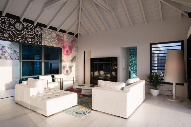 Villa Rose dog is gelegen in een rustige omgeving en op de heuvel van Deve. Deze zeer mooie nieuwe villa heeft uitzicht over de oceaan en de Toiny baai. De naam komt van de kleine Rose dog afgebeeld op de ultra moderne inrichting van de villa. De woonkamer opent op het terras en het grote…