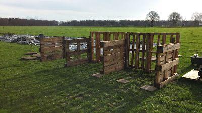 Compostbakken gemaakt van gebruikte pallets.