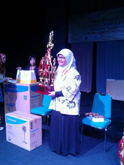 My friend Annisa Nadila Issadi won the 1st place at national japanese language speech contest.