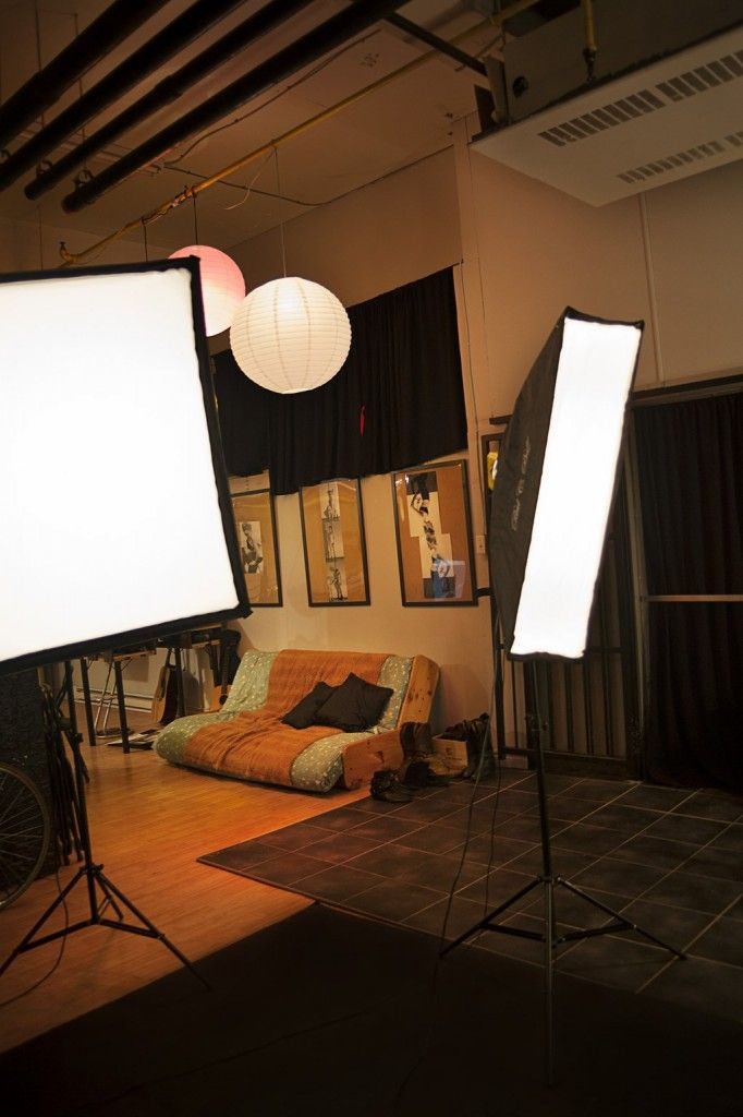 Un studio photo pour photographes et vidéastes à prix abordable, équipement de base, espace et plafond généreux.