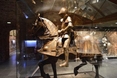 All'armeria di Stoccolma ci sono gli abiti e le armature dei Re Svedesi. Ci sono gli abiti dei tre Re svedesi uccisi: Gustav II Adolf e Carlo XII e di Gustav III.