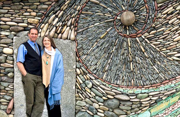 Andreas Kunert och Naomi Zettl är paret bakom Ancient Art of Stone. Med sina reliefer vill de kombinera det maskulint hårda i sten och det feminint böljande i vågor och växter. Vad säger du om resultatet?