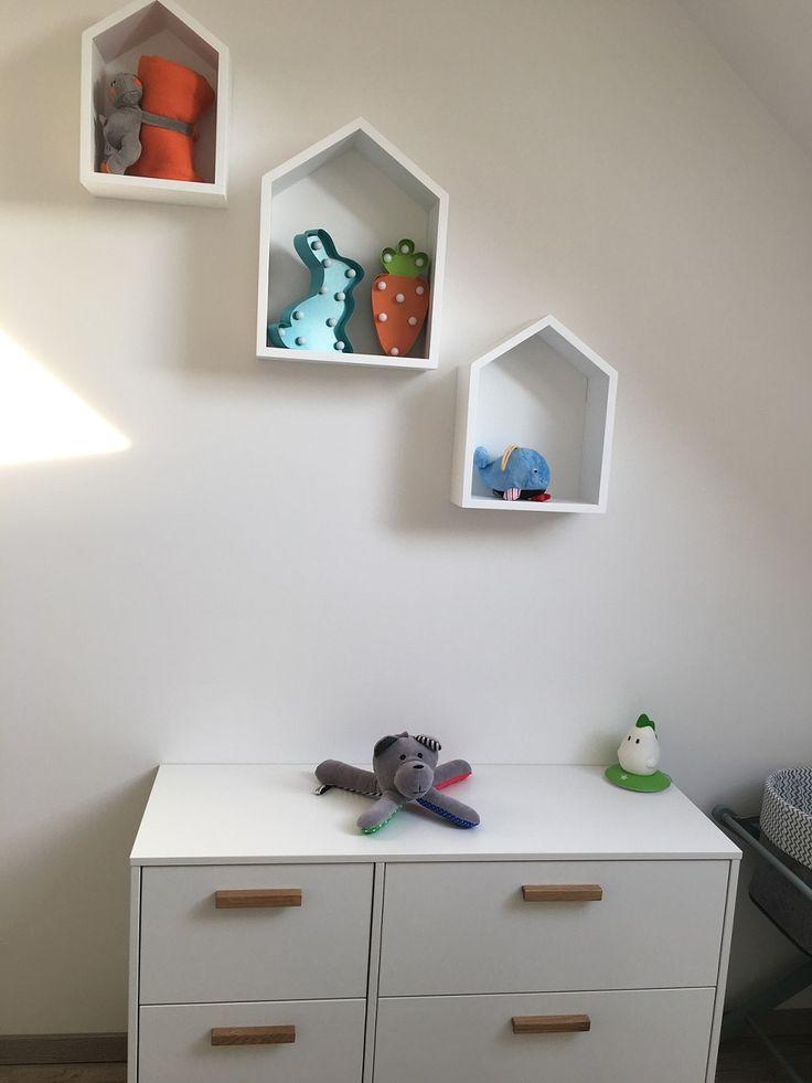 Półki domki w pokoju Zyzia :)
