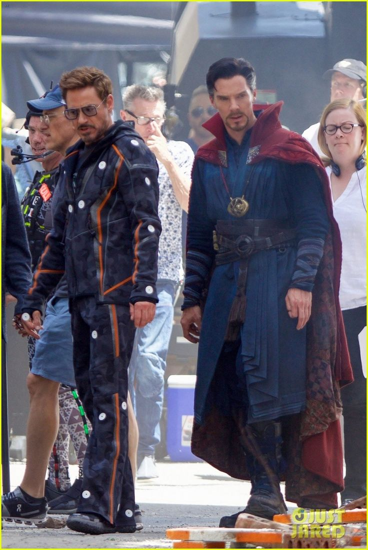 robert downey jr films avengers infinity war with benedict cumberbatch 183920258