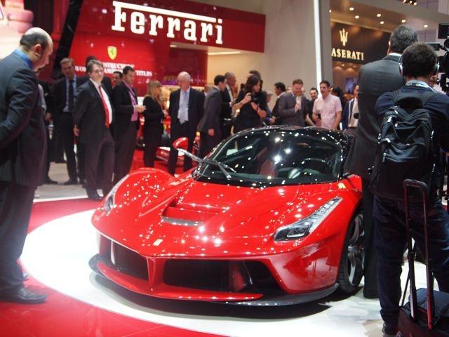 La nuova Rossa è la prima ibrida nella storia della Scuderia di Maranello. Con tecnologie e prestazioni da Formula 1 http://giornalemotori.it/69653/laferrari-regina-di-svizzera/#