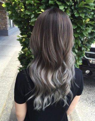 Braune haare in grau farben