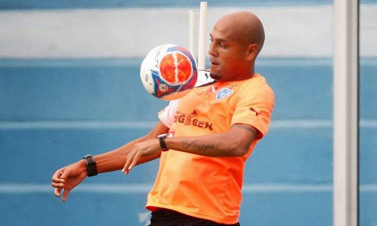 O atacante Souza Caveirão agora recuperado da grave lesão acertou um novo contrato com o Madureira para a disputa do Campeonato Carioca de 2017.