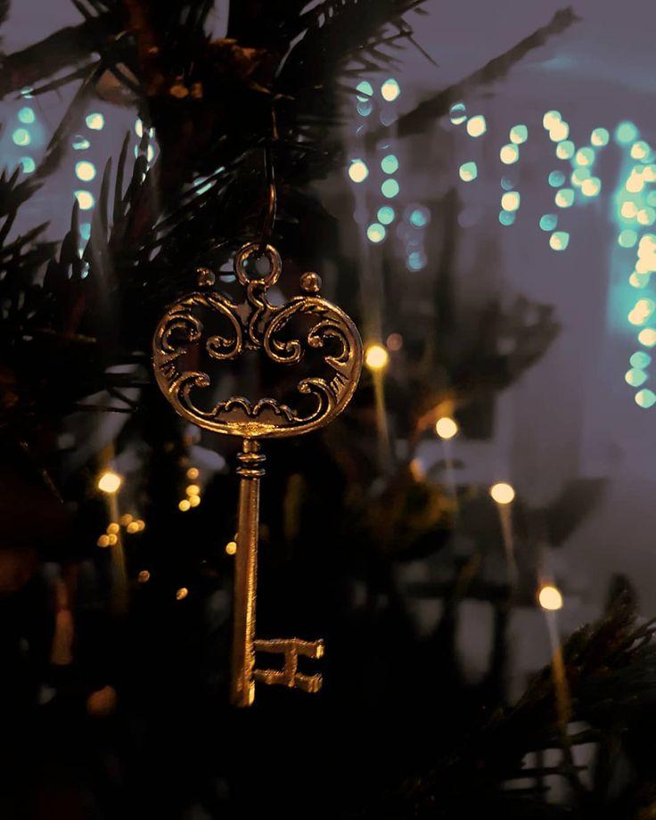 Аромат ели  гирлянды  Гарри Поттер и горящие дедлайны  . . . . . . . . .  #ukraine_blog #xmasparty #keyoflife #winternights #wintervibes #visualaddict #visualukraine #visualoflife #wonderfullday #vscoukraine #vscoua #hugge #cozyvibes #magicmoments #lighthouse #newyearparty #ukraineinsta #photoaddict #samsung_photo #samsungphotography #samsungs7 #visuallife