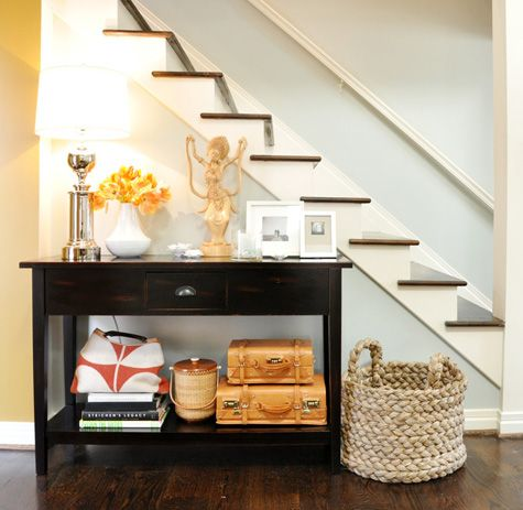 simple stairsDecor Ideas, Entryway Ideas, Entry Tables, Entry Ways, Consoles Tables, Hall Tables, Under Stairs, Tables Style, Vintage Suitcas