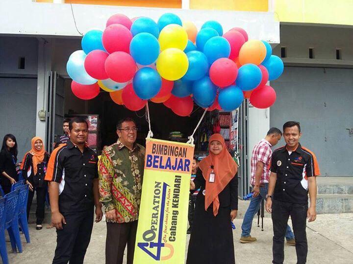 Proses Pelepasan Balon oleh Bapak Walikota Kendari, Sulawesi Tenggara.