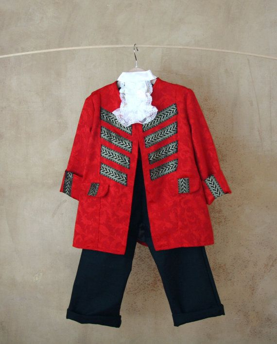 This luxurious pirate vest will transform any little pirate into Captain Jack Sparrow and fit for any little Long John Silver!  This costume includes: - a sumptuous damask vest in shimmering red damask with black and gold ribbon decorations, - a rich red damask sash - a pair of black pants fitted with an hight elasticated red waist. They are made in a matching rich black cotton canvas - a luxurious jabout made of precious lace and shiny white satin  If you prefer a different colourway for…